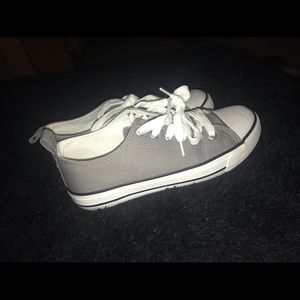 Gray sneakers💕😍 size-6
